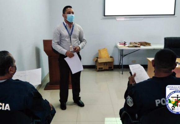 IMELCF capacita a unidades de la Zona Policial de Los Santos